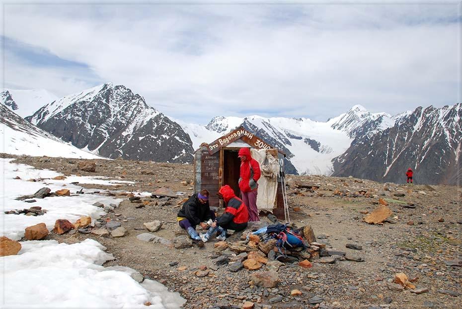 Хижина гляциологов, высота 3040 м.